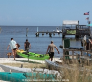 Bootsverleih am Strand von Cedar Key im Golf von Mexiko in Florida
