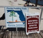 Schild des Florida Paddling Trails in Cedar Key, Florida
