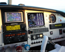 Mooney N6377Q, right side of upgraded panel. All the conventional enginge instruments are gone and replaced by JPI EDM930. --- Mooney M20F IMG_1118