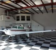 Mooney M20F N6377Q im Hangar in Spruce Creek in Florida