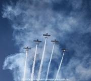 Eine 5er Formation des Gaggle Flight über dem Spruce Creek Airport in Florida ---  Impressionen von der Spruce Creek Toyparade 2014 IMG_7479