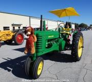 Auch Traktoren sind in Spruce Creek fester Bestandteil der alljährlichen Toyparade ---Impressionen von der Spruce Creek Toyparade 2014 IMG_7449