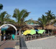 Blick von der Pier in Venice auf Sharky's Restaurant.