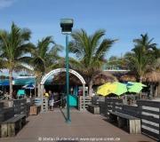 Am Anfang der Pier in Venice liegt Sharky's Restaurant on the Pier.