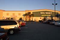 Dieser Walmart nicht weit von Spruce Creek entfernt