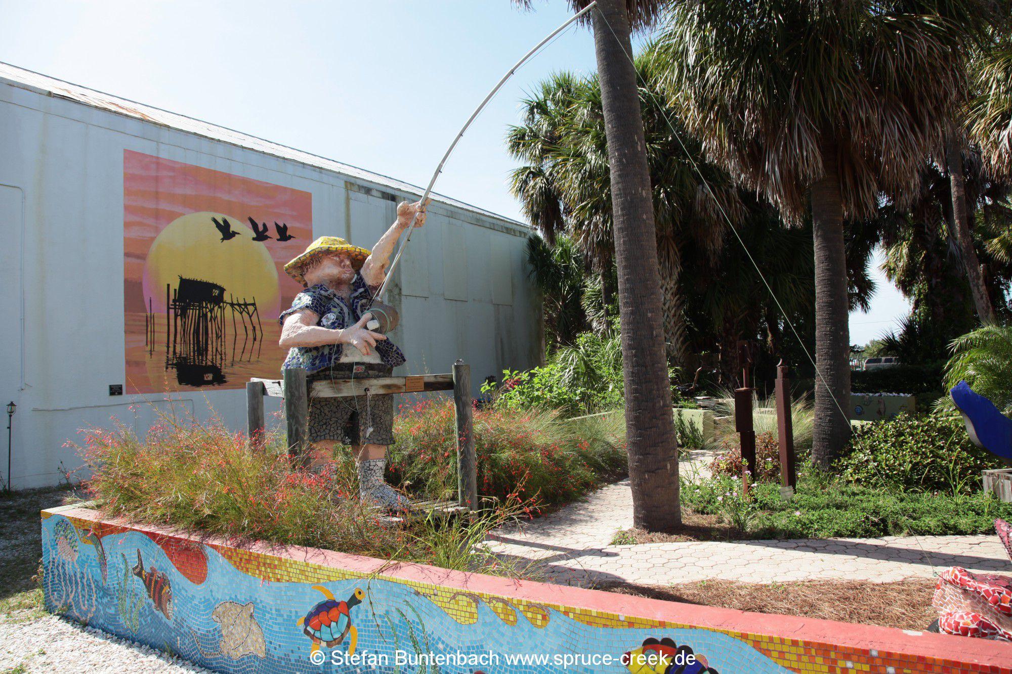 Kunst im Fischerdorf Cedar Key in Florida.