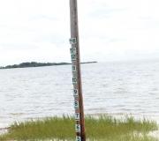 (Hoch-) Wassermarker am Flugplatz Cedar Key in Florida.