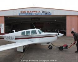 Mooney M20 F, N6377Q in front of Don Maxwells hangar in Longview, in Texas --- Mooney M20F IMG_1018