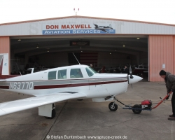 Mooney M20 F, N6377Q in front of Don Maxwells hangar in Longview, in Texas --- Mooney M20F IMG_1018