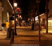Weihnachtlich beleuchtete Innenstadt von St. Augustine, Florida.