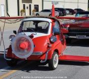 Eine BMW Isetta weihnachtlich geschmückt und mit Flügeln versehen.  Spruce Creek Toyparade 2014 IMG_7451