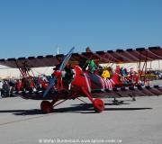 Der Besitzer dieses Doppeldeckers hat sein Flugzeug besonders schön dekoriert. --- Impressionen von der Spruce Creek Toyparade 2014 IMG_7503