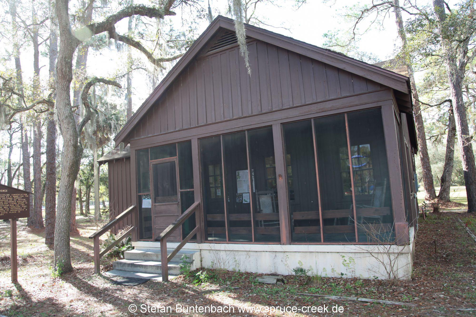 Gebäude des  Pittman Visitor Center des Ocala National Forest --- IMG_8029