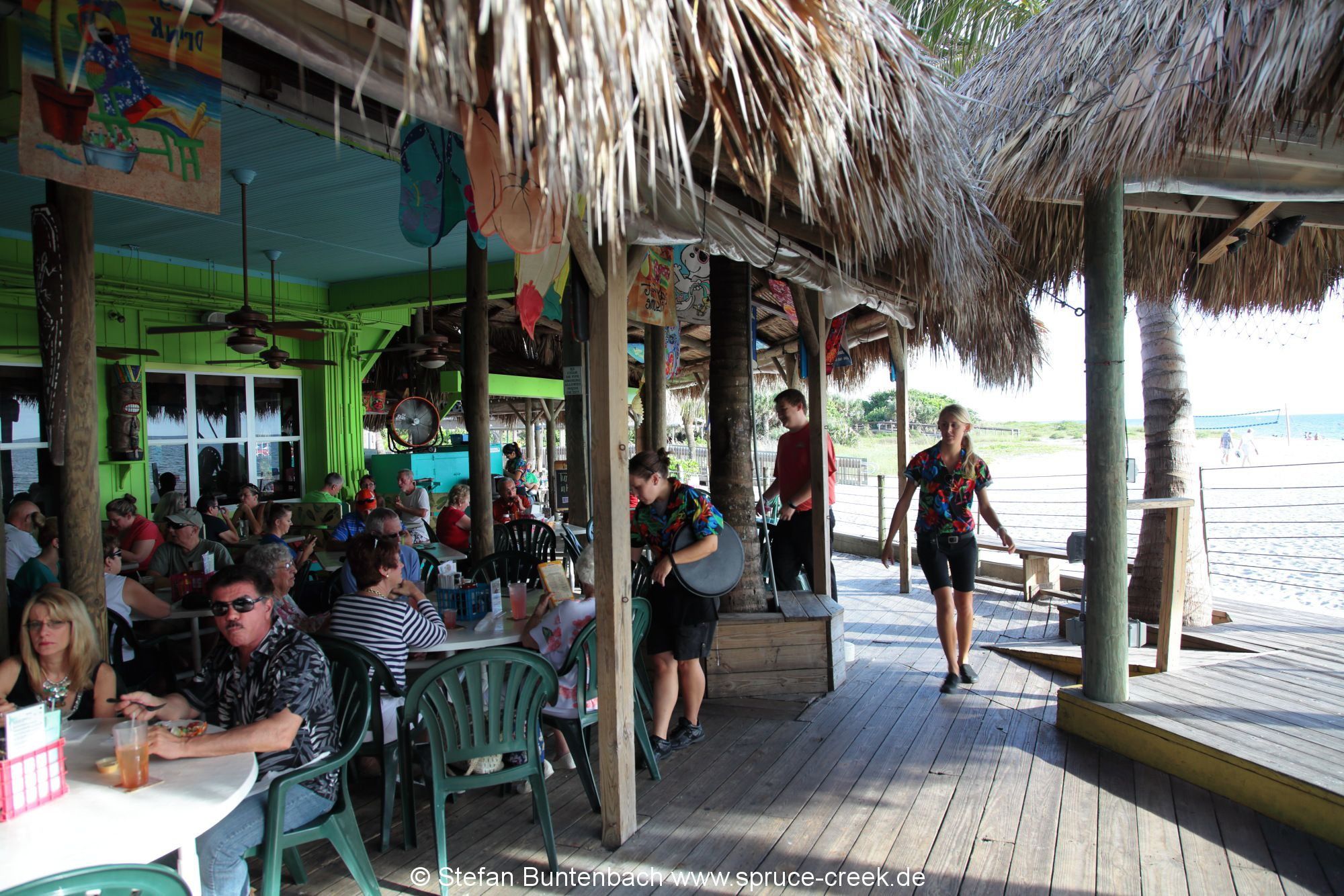 Gut besucht ist das Restaurant Sharky's in Venice in Florida an der Pier.