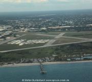 Auf dem Luftbild gut zu erkennen: Strand und Pier von Venice sind vom Flugplatz nicht weit entfernt.